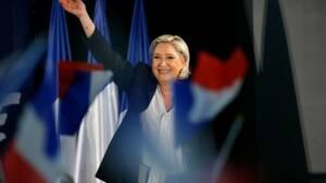 "Marine Le Pen fustige l'""indécence"" de Valls"