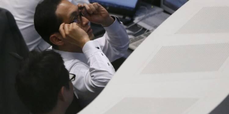 Tokyo finit en baisse, pénalisée par Toshiba