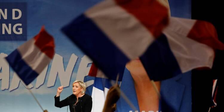 Marine Le Pen accentue ses attaques contre Emmanuel Macron