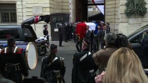 Hommage des citoyens et des policiers à Xavier Jugelé