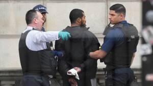 Un homme armé de couteaux arrêté à Londres pour terrorisme