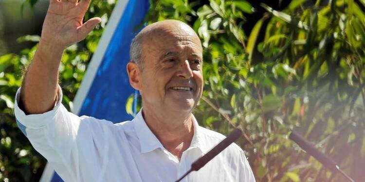 """Juppé accuse Sarkozy d'en """"rajouter sur le malheur des temps"""""""