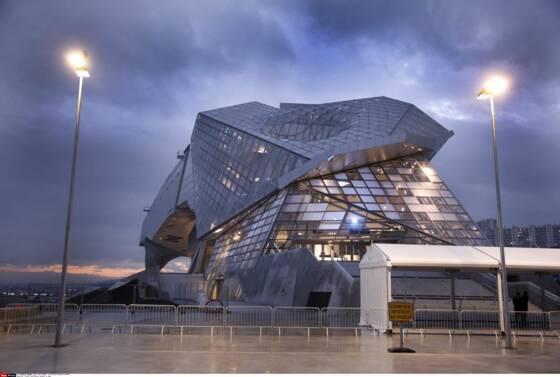 Lyon confluence des millions d 39 euros perdus mais pas for Architecte musee confluence